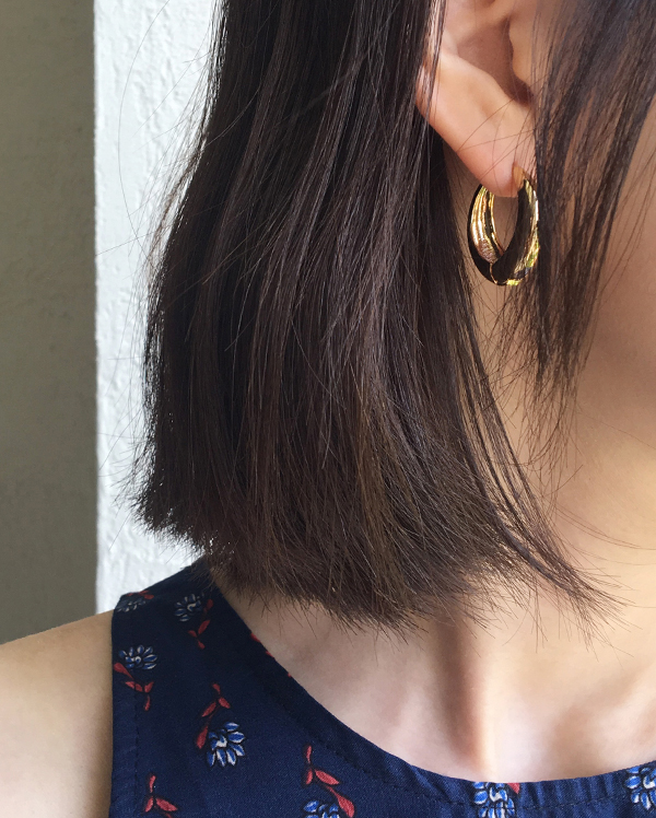 middle bold gold earring